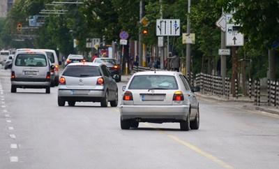 Промените в закона са подобрили събираемостта на данъка за колите, но и там имало вратички за заобикаляне на плащането.