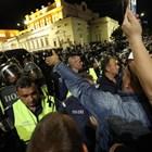 76-и ден, ІІІ въстание: Опит за щурм на парламента, ругатни по полицаите, бомбичка (Снимки)