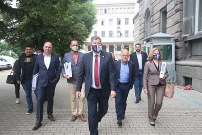 """""""Демократична България"""" се регистрира за изборите на 11 юли. СНИМКИ: Николай Литов"""