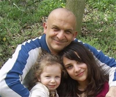 Художникът с двете си дъщери.