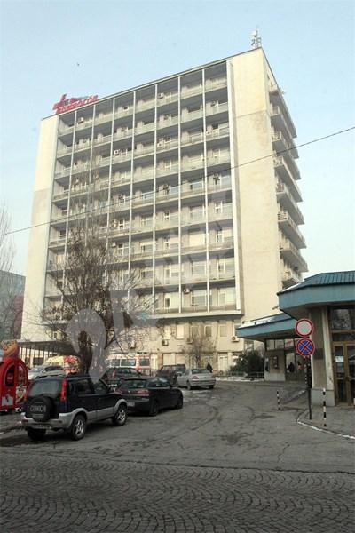 """Лекарите в """"Пирогов"""" не са удовлетворени от срещата си с шефа на касата д-р Пламен Цеков. СНИМКА: 24 часа"""