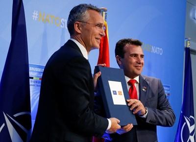 Йенс Столтенберг и Зоран Заев СНИМКА: Ройтерс