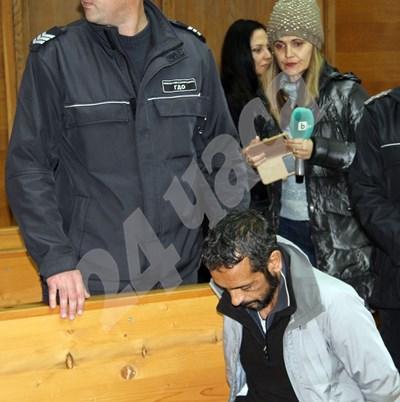 Рецидивистът Кольо Рашков дойде днес в съдебната зала, за да чуе, че остава за постоянно в ареста. СНИМКА: Ваньо Стоилов СНИМКА: 24 часа