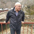 Емил Димитров изследва колко са отровени реките Юговска и Чая. Снимка: Архив