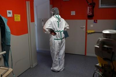 Броят на жертвите на коронавируса във Франция достигна 24 376 души СНИМКА: Ройтерс