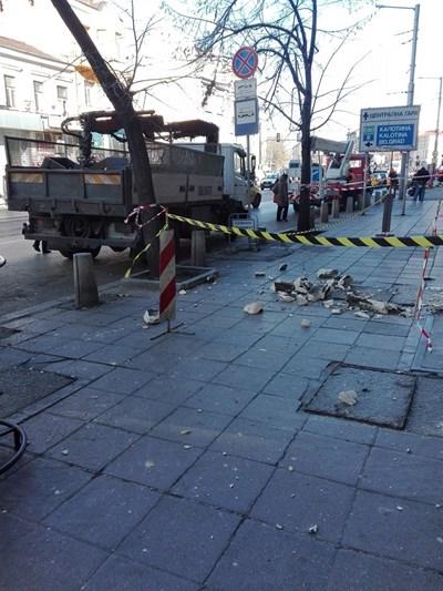 """Инцидентът е станал на бул. """"Мария Луиза"""" , непосредствено след Лъвов мост, в посока центъра СНИМКА: Елеонора Кълвачева"""