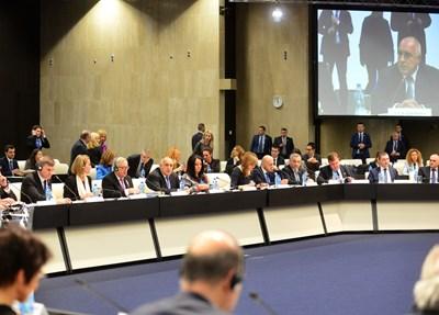 Първото съвместно заседание на еврокомисарите с българското правителство. СНИМКА: Йордан Симeонов