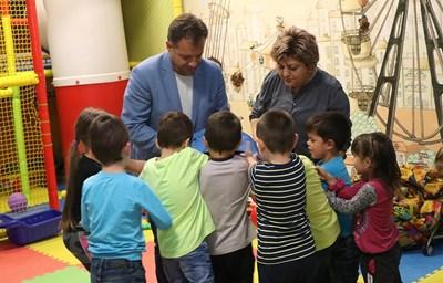Даниел Панов и съпругата му Даниела бяха подготвили изненади за децата, зачетани ин витро