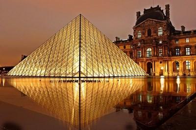 Лувъра в Париж  Снимки pixabay e wikipedia