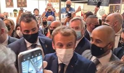 Френският президент беше изведен от охраната веднага след инцидента