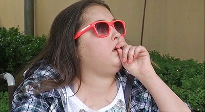 Лили в инвалидна количка ден преди да отпътува за Италия.