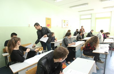 Учениците трябва да са спокойни на изпита, за да покажат знанията и уменията си. СНИМКА: Николай Литов