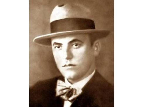 Асен Разцветников като млад - жените лудеели по красивия писател, но той избрал сам съдбата си - да остане самотен до края на дните си. Починал едва на 53 години.  СНИМКИ: АРХИВ