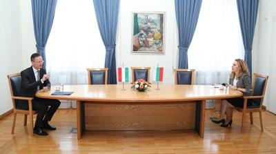 Петер Сиярто и Марияна Николова СНИМКА: Правителствена пресслужба