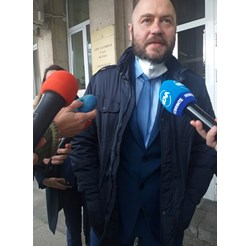 Адвокатът на близките на седемте загинали при трагедията край Хитрино Николай Димитров поиска увеличение на присъдите на двамата машинисти.