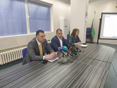 Окръжният прокурор Румен Попов (вляво) и шефът на полицията Йордан Рогачев