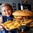 Големите хамбургери са сред най-опасните за шофьорите храни.