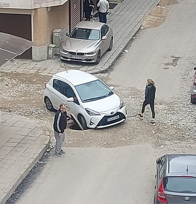 Пловдивската полиция обясни за акта на шофьорката на пропадналата в шахта кола