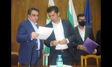 Къде се решават ходовете на Кирил Петков и Асен Василев?