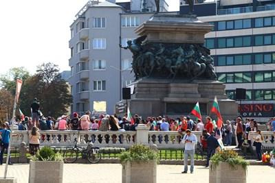 Българите в чужбина вероятно са много голяма сила, но никой няма реални данни колко точно са те. Протестите им преди дни не бяха много убедителни.