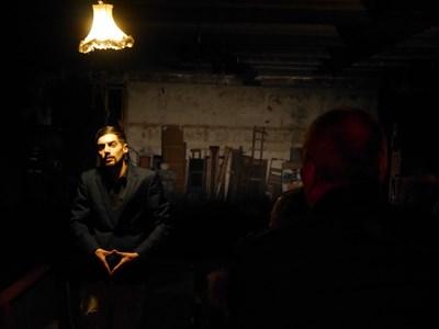 Ованес Торосян в спектакъла Harlem Shake в руините на залата на Студентския дом    СНИМКА: АРХИВ НА ХРИСТО ДАСКАЛОВ, ДИРЕКТОР НА СТУДЕНТСКИЯ ДОМ