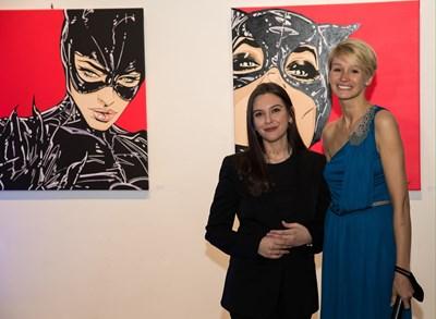 """Дейзи (Десислава Барбукова, вляво) с Деница Гергова - артдиректор на галерия """"Оборище 5"""""""