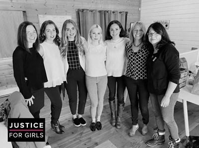 """Меган участва в сбирка на """"Справедливост за момичета"""" във Ванкувър, след като напусна Лондон."""