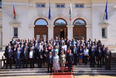 Обща снимка на депутатите, но без представителите на ГЕРБ и ИТН СНИМКА: ВЕЛИСЛАВ НИКОЛОВ