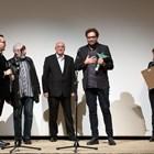 Тео Ушев с грамота от Фандъкова и наградата на НДК за спектакъла си в НДК (Обновена)