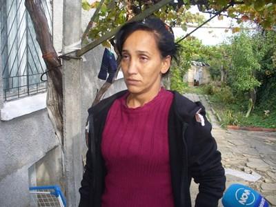 Майката на убитата Диана Чона Янкова разказва през сълзи за последните минути на дъщеря си.  СНИМКА: Ваньо Стоилов