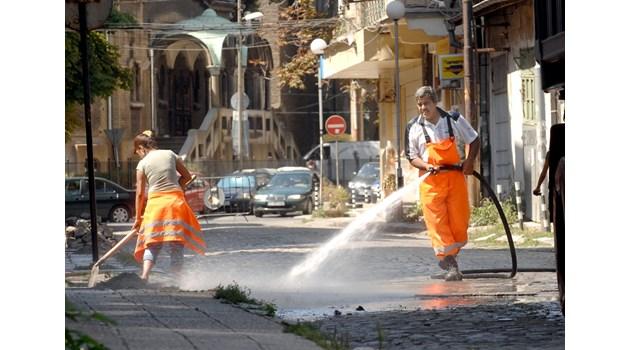 11 мерки за по-чист въздух. В Европа миенето на улици е по-скъпо, но и средствата са в пъти повече от тези у нас