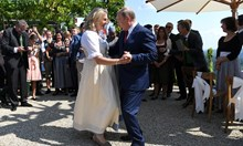 Две снимки на Путин из Европа - с прегръдка и с хлад. Коя е важната