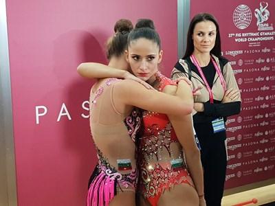 В третия ден на световното първенство в Баку за първи път излезе капитанът на българките Невяна Владинова, която участва само на два уреда. Неви не спира да подкрепя приятелките си Боряна Калейн и Катрин Тасева.