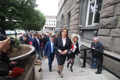 БСП се регистрира за изборите на 11 юли. СНИМКИ: Николай Литов