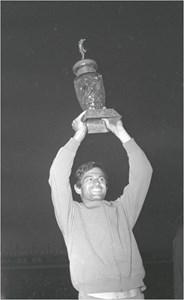 Гунди с шампионската купа през 1970 г.
