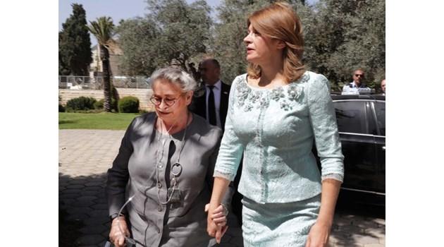 Разкриха от какво страда първата дама на Израел, която посрещна Деси Радева с кислородна маска