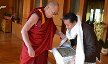 Тибетец пренася 20 тона пръст на 2000 км с риск за живота си, но за мечтата на баща си
