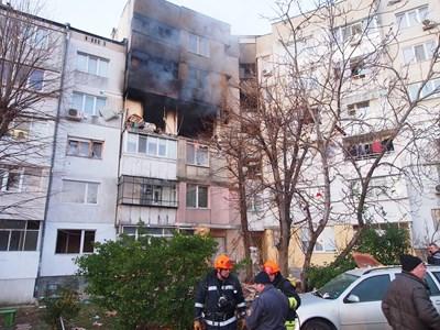 Дълго време след експлозията от поразените апартаменти излизаше дим.