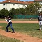 Херо Мустафа показа бейзболни умения в София (Снимки)