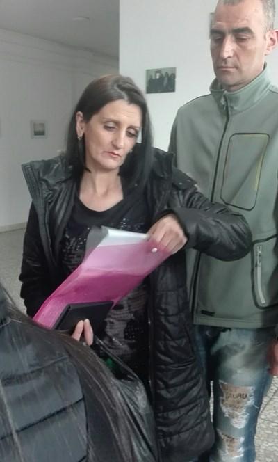 Майката на убитата Ивета в Айтос СНИМКИ: Тони Щилянова