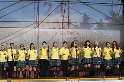 Музикалните състави на БНР с празничен концерт по българските културни институти в Европа (Видео)