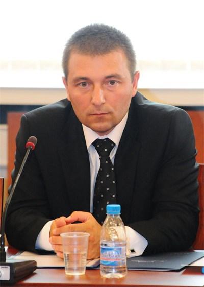 Недялко Недялков започва работата си в службите като разузнавач