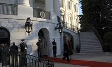 Доналд Тръмп и съпругата му Мелания напуснаха Белия дом (Снимки)