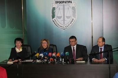 """Прокурорире Румяна Арнаудова, Емилия Русинова, директорът на столичната полиция Младен Маринов и шефът на отдел """"Разследване"""" в СДВР (отляво надясно) разказват подробности за разкритото убийство. СНИМКА: Пиер Петров"""