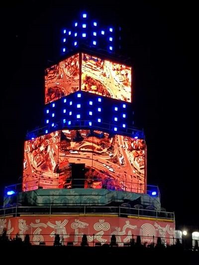"""Вавилонската кула се извисява върху затворения централен бул. """"Цар Борис Трети Обединител""""."""