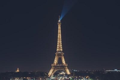 Лъчът, който свети на 80 км, бе пуснат на 31 декември 1999 г. за посрещането на новото хилядолетие. Снимка: Pixabay