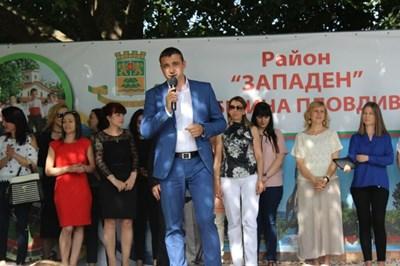Димитър Колев приветства участници и публика на големия концерт.