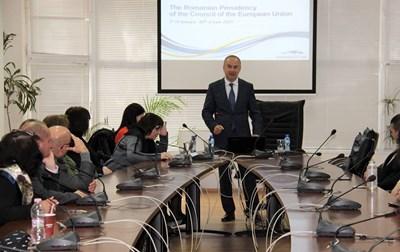 Посланикът на Румъния Йон Гъля изнесе лекция пред търновските студенти