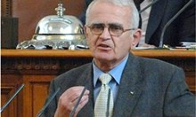 Депутат се разплака на трибуната, повдига му се от БСП