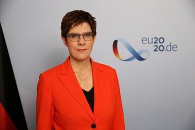 Анегрет Крамп-Каренбауер е министър на отбраната на Германия от юли 2019 г. Тя пое поста от Урсула фон дер Лайен, която бе избрана за председател на Европейската комисия. Крамп-Каренбауер, която пристига на официално посешение в България днес, е и председател на ХДС от 2018 г., когато оглави партията на мястото на германския канцлер Ангела Меркел